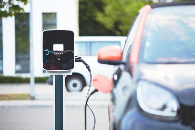 Die EU-Kommission fördert die Entwicklung innovativer und nachhaltiger Technologien für langlebige Lithium-Ionen-Batterien, wie sie beispielsweise für die Fertigung von Elektroautos benötigt wird.